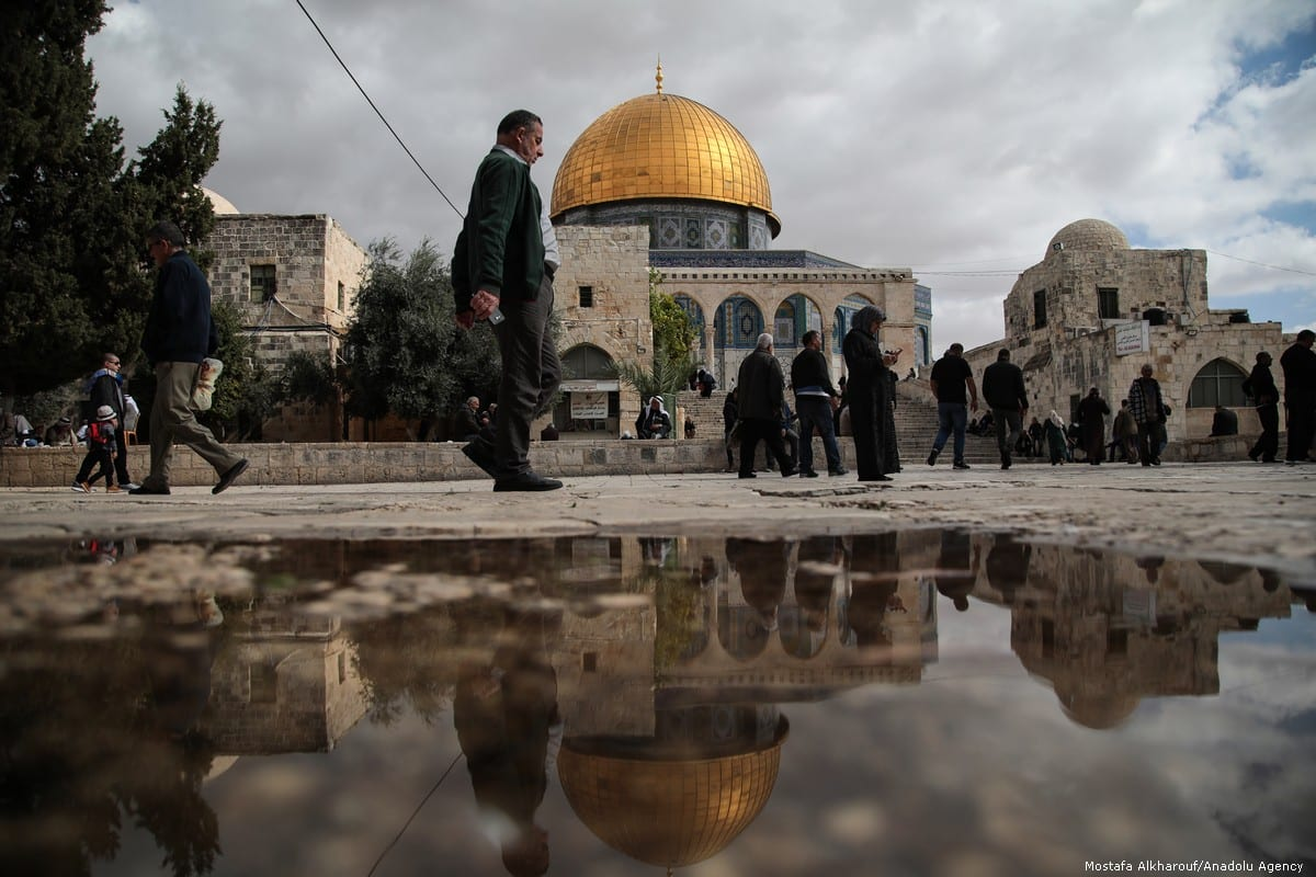Muslims arrive at Al-Aqsa Mosque Compound to perform the Friday prayer in Jerusalem on 26 October 2018 [Mostafa Alkharouf/Anadolu Agency]