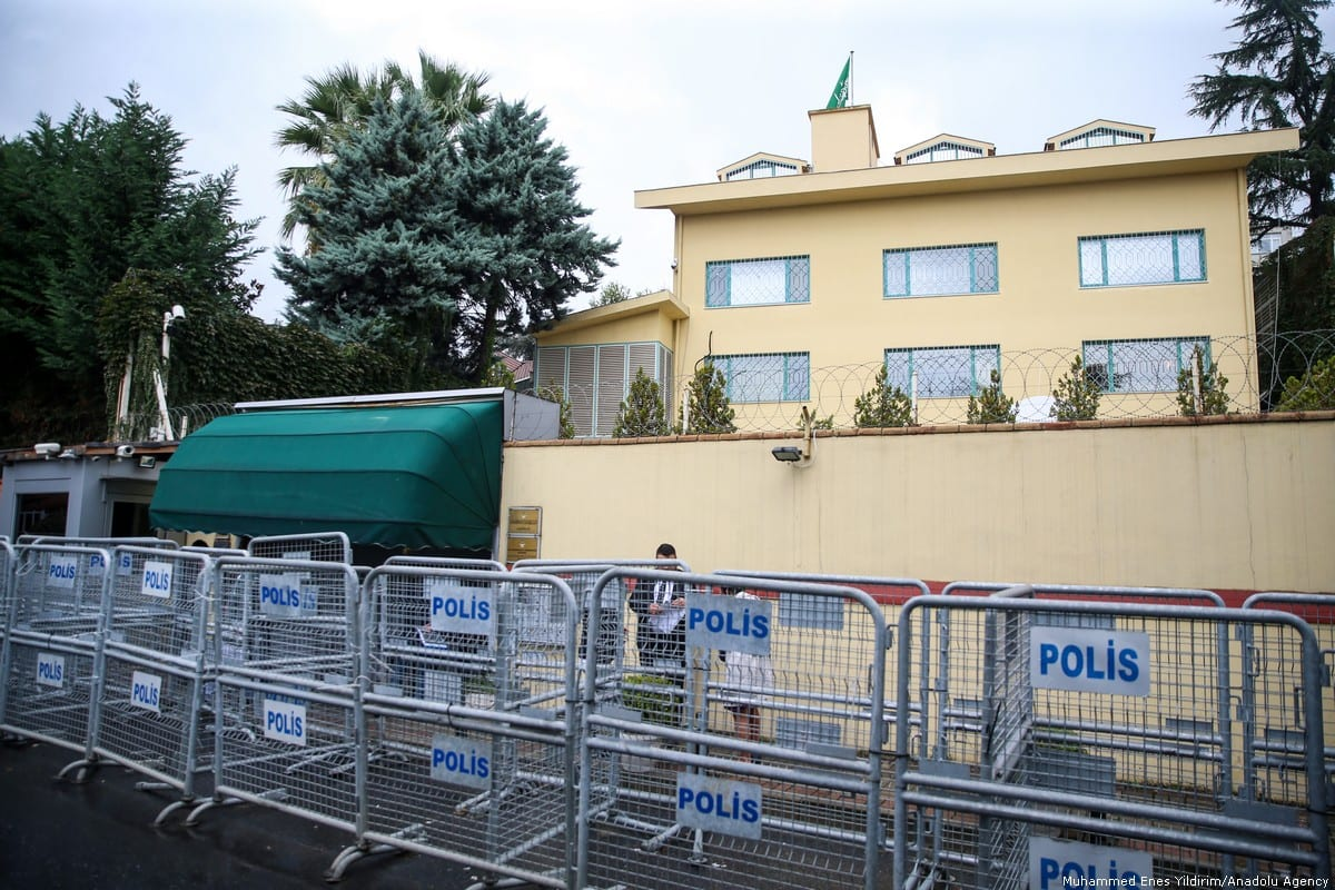 Police set up barricade in front of Saudi consulate as the waiting continues on the disappearance of Prominent Saudi journalist Jamal Khashoggi in the Consulate General of Saudi Arabia in Istanbul, Turkey on 11 October 2018 [Muhammed Enes Yıldırım/Anadolu Agency]