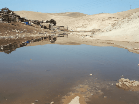 Israeli settlers flood Khan al Ahmar with wastewater [Twitter]