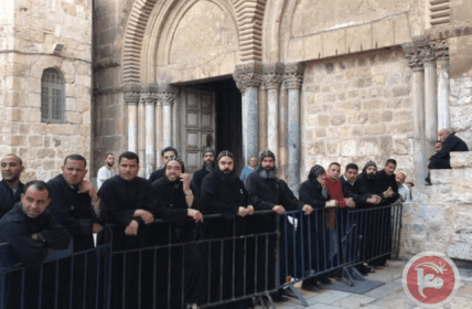 Israel forces assault Coptic Christian priest during protest in Jerusalem on 24 October, 2018 [Maannews]