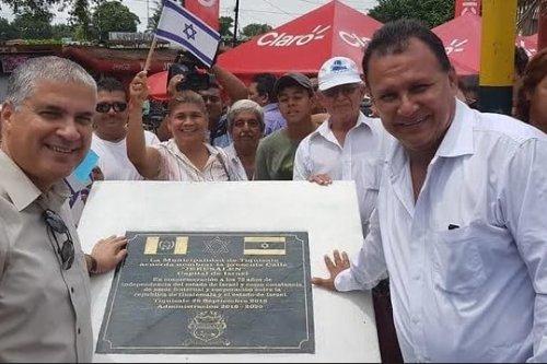 Israeli Ambassador Mattanya Cohen with Tiquisate mayor