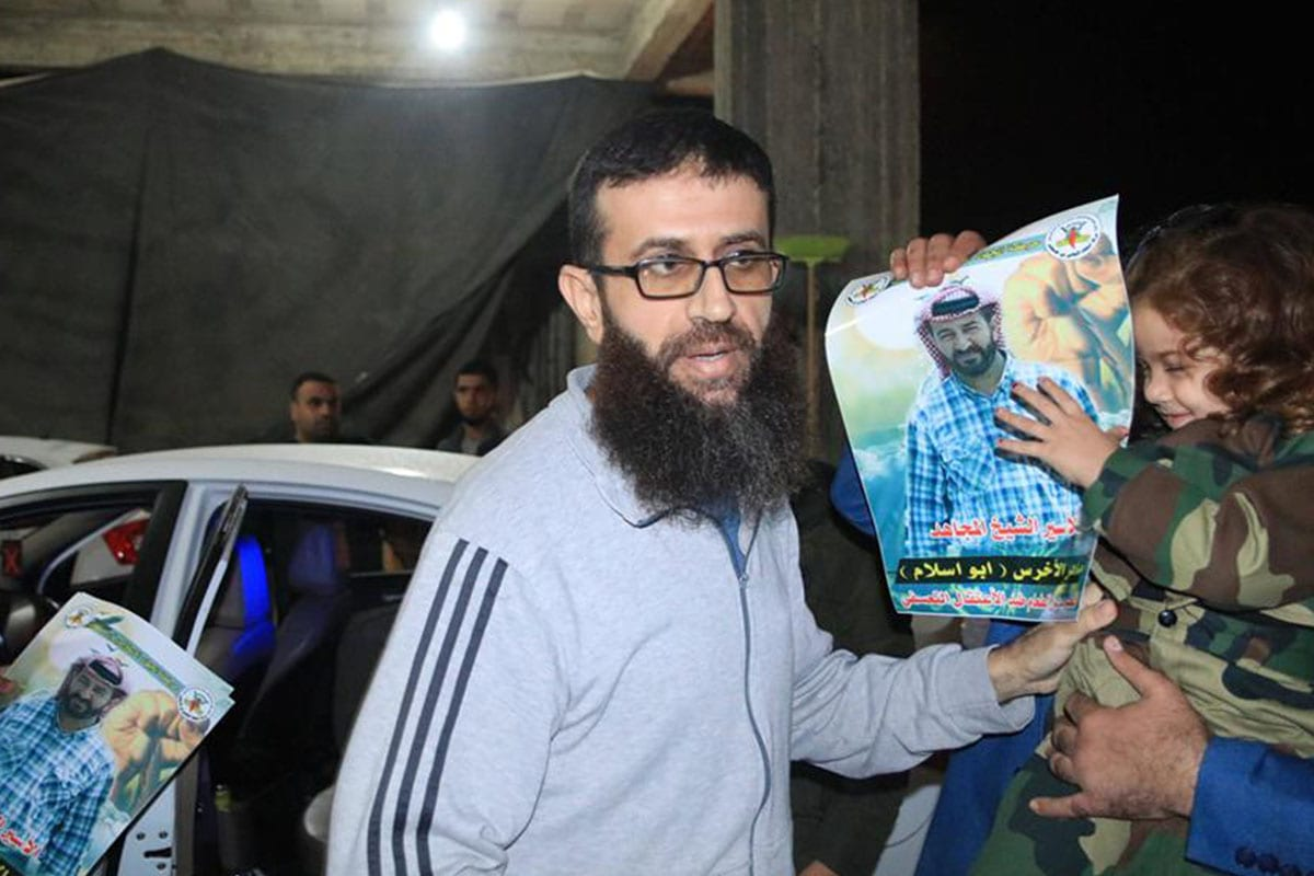 Palestinian hunger striker Khader Adnan has been freed after 11 months in Israeli jails [Twitter]