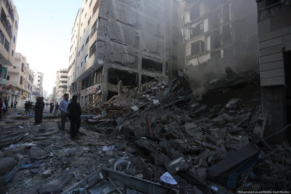 Many have lost all their homes and belongings due to last night's airstrike. 13 November 2018 [Mohammed Asad/Middle East Monitor]