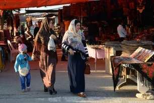 People tour the traditional Turkmen bazaar in Iran, 21 November 2018 [Fatemeh Bahrami/Anadolu Agency]