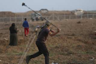 Twenty-five Palestinians were injured in the 33rd week of protests along the Gaza-israel fence on 9 November, 2018 [Mohammed Asad/Middle East Monitor]