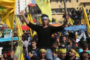 Palestinians gather in Gaza City to listen to a speech by dismissed Fatah leader Mohammed Dahlan on 20 November 2018 [Mohammed Asad/Middle East Monitor]