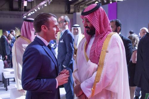 President of France, Emmanuel Macron (L) chats with Crown Prince of Saudi Arabia Mohammad bin Salman (R) within the G20 Leaders' Summit in Buenos Aires, Argentina on November 30, 2018 [Bandar Algaloud / Saudi Kingdom Council / Handout - Anadolu Agency]