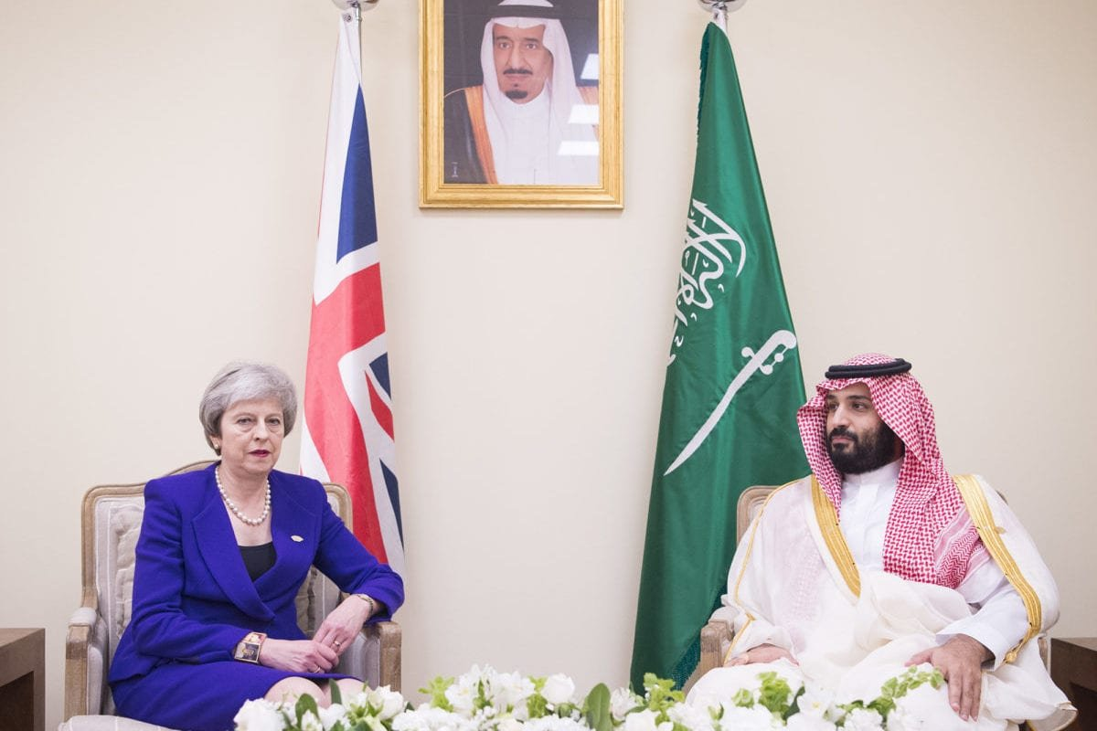 British Prime Minister, Theresa May (L) and Crown Prince of Saudi Arabia Mohammad bin Salman (R) hold a meeting within the G20 Leaders' Summit in Buenos Aires, Argentina on November 30, 2018 [Bandar Algaloud / Saudi Kingdom Council / Handout - Anadolu Agency]