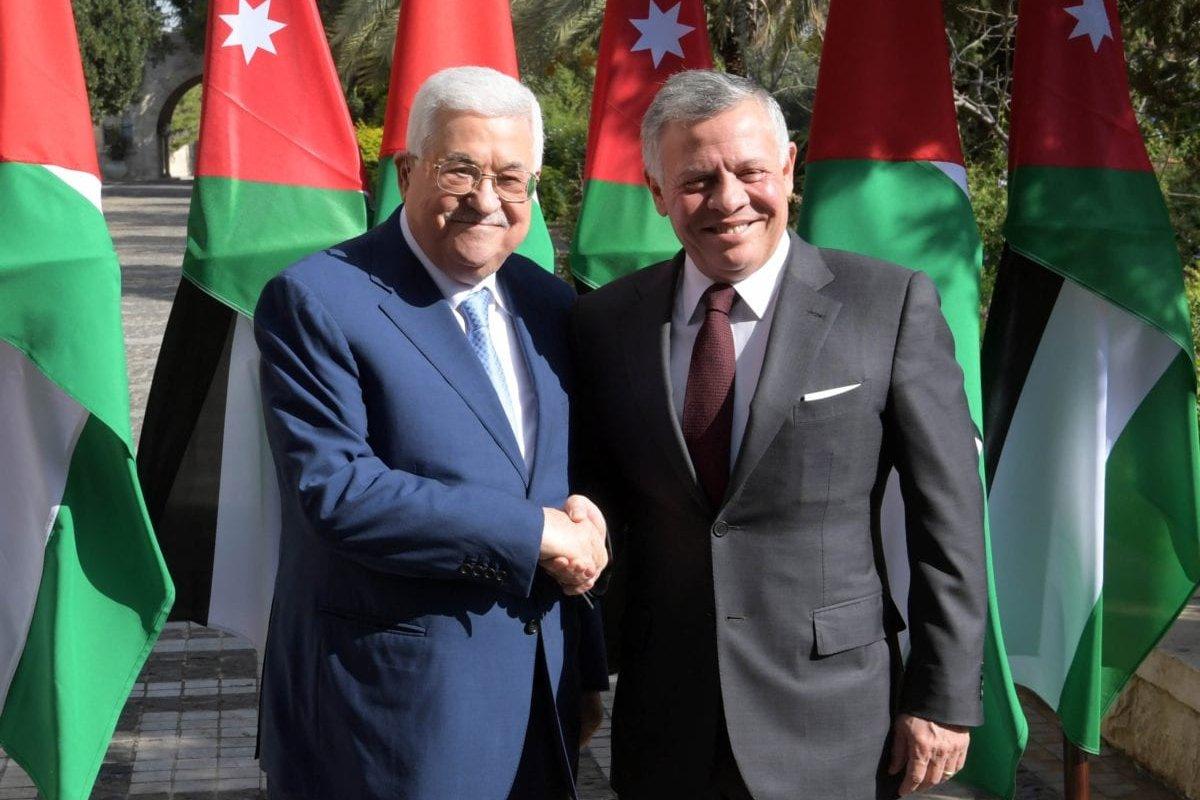 Palestinian President Mahmoud Abbas (L) meets Jordanian King Abdullah II (R) during his official visit in Amman, Jordan on December 18, 2018. ( Thaer Ghanaim / Palestinian Presidency / Handout - Anadolu Agency )