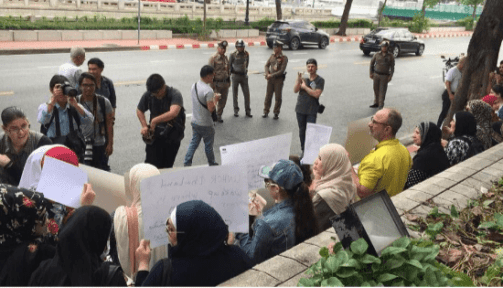 Protest in support of Paalestinian refugees held by Thai authorities