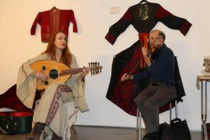 Julia Katerina, a British-German musician and singer at 'BAYT   The Art of Arab Hospitality' exhibition at the P21 Gallery in London, UK on 18 January 2019 [Jehan Alfarra / Middle East Monitor]