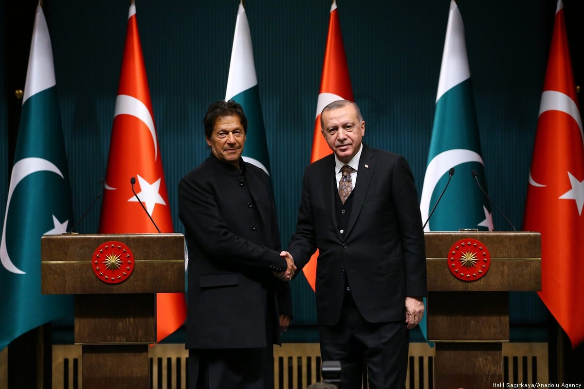 Turkish President Recep Tayyip Erdogan (R) shakes hands with Pakistani Prime Minister Imran Khan (L) as they pose for a photo following their joint press conference at the Presidential Complex in Ankara, Turkey on 4 January 2019. ( Halil Sağırkaya - Anadolu Agency )
