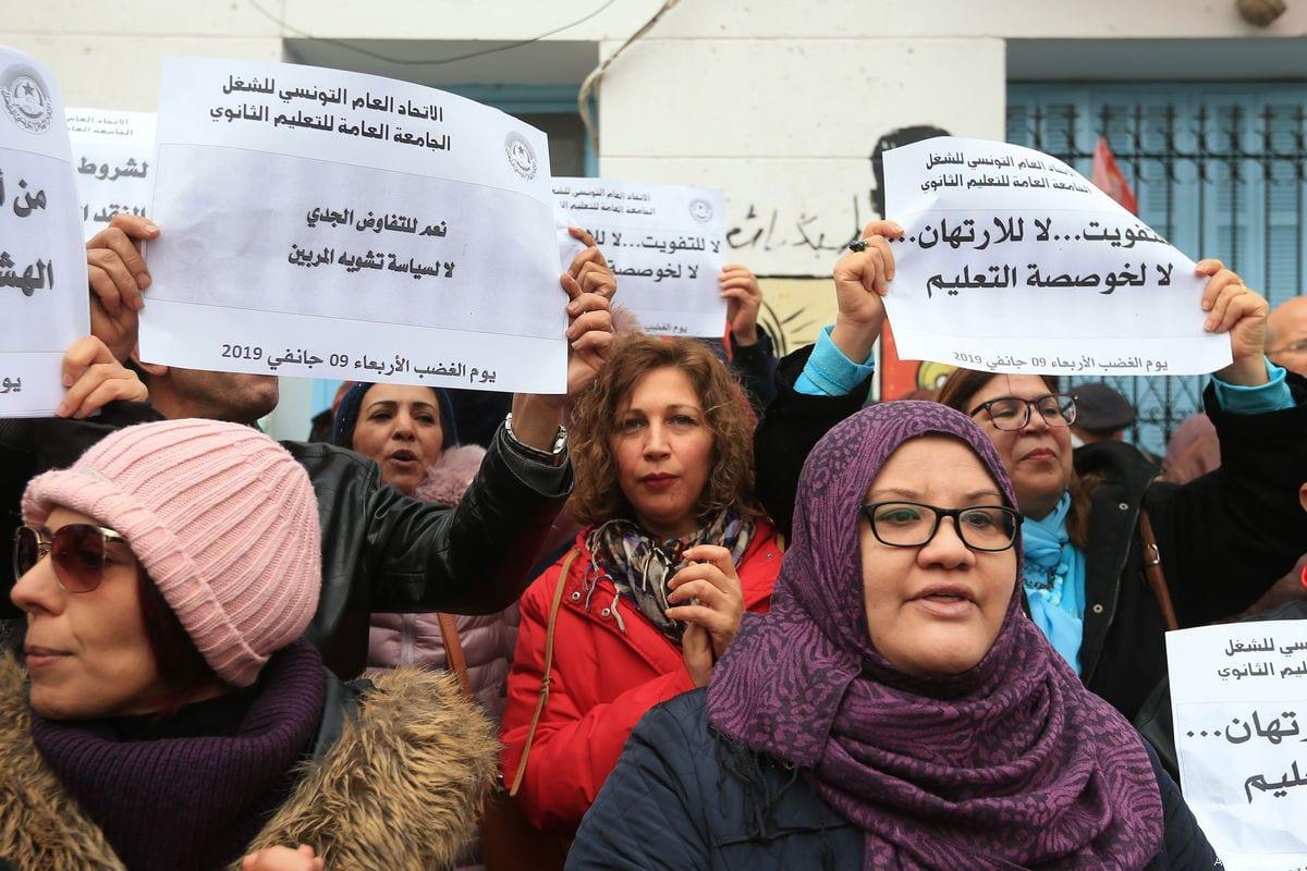 Tunisians protest demanding wage increases in Tunis, Tunisia on 9 January 2019 [Yassine Gaidi/Anadolu Agency]