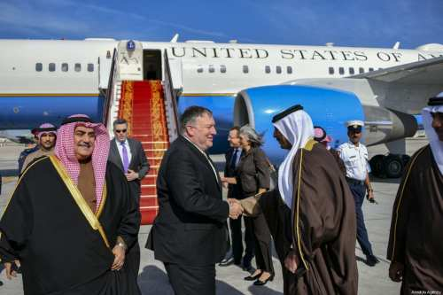 US Secretary of State Mike Pompeo (C) is being welcomed by Bahraini Foreign Minister Khalid bin Ahmed Al Khalifa (L) and officials at the Bahrain International Airport in Manama, Bahrain on January 11, 2019 [US Department of State / Handout - Anadolu Agency]
