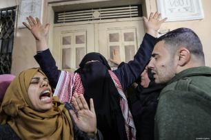 Relatives mourn during funeral ceremony of Palestinian woman, Amal Mustafa Abu Sultan, 44, who was killed by Israeli army gunfire while taking part in ongoing demonstrations near the Gaza-Israel buffer zone, in Gaza on January 12, 2019 [Mustafa Hassona / Anadolu Agency]