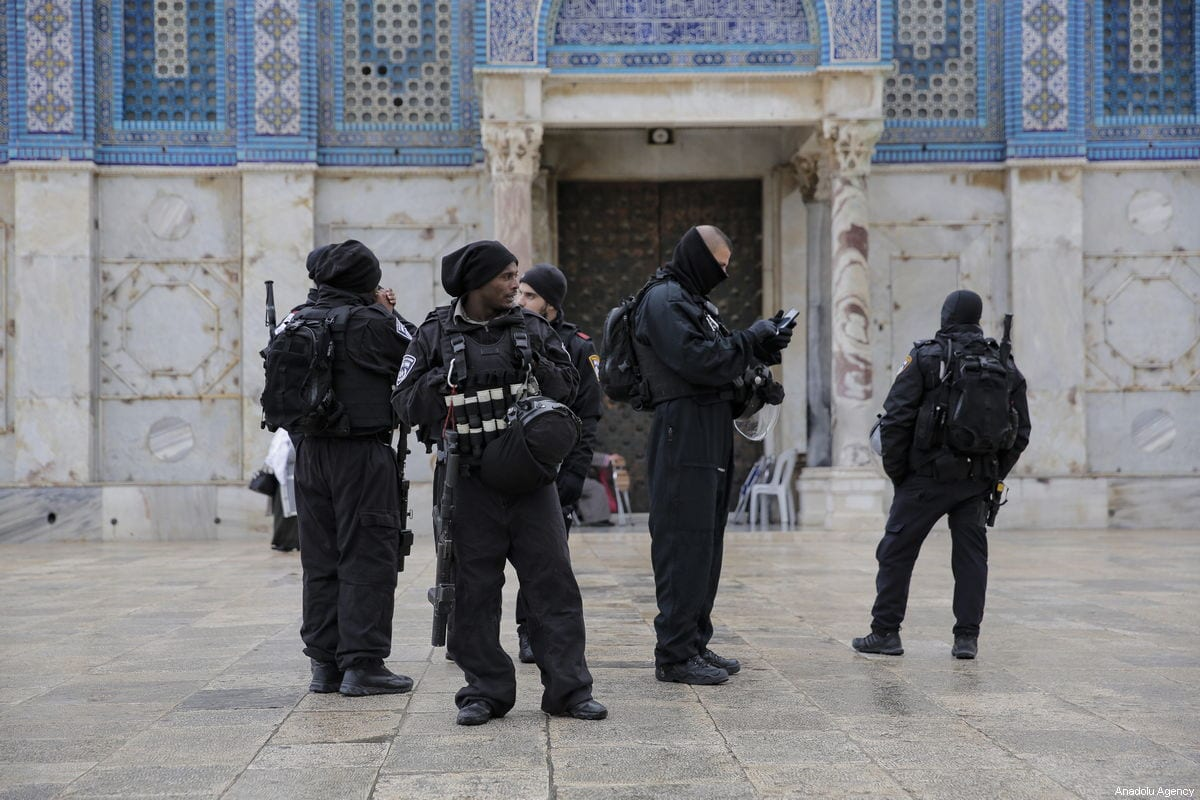 Israeli police officers are seen in front of the Dome of the Rock in Jerusalem on 14 January 2019 [Mostafa Alkharouf/Anadolu Agency]
