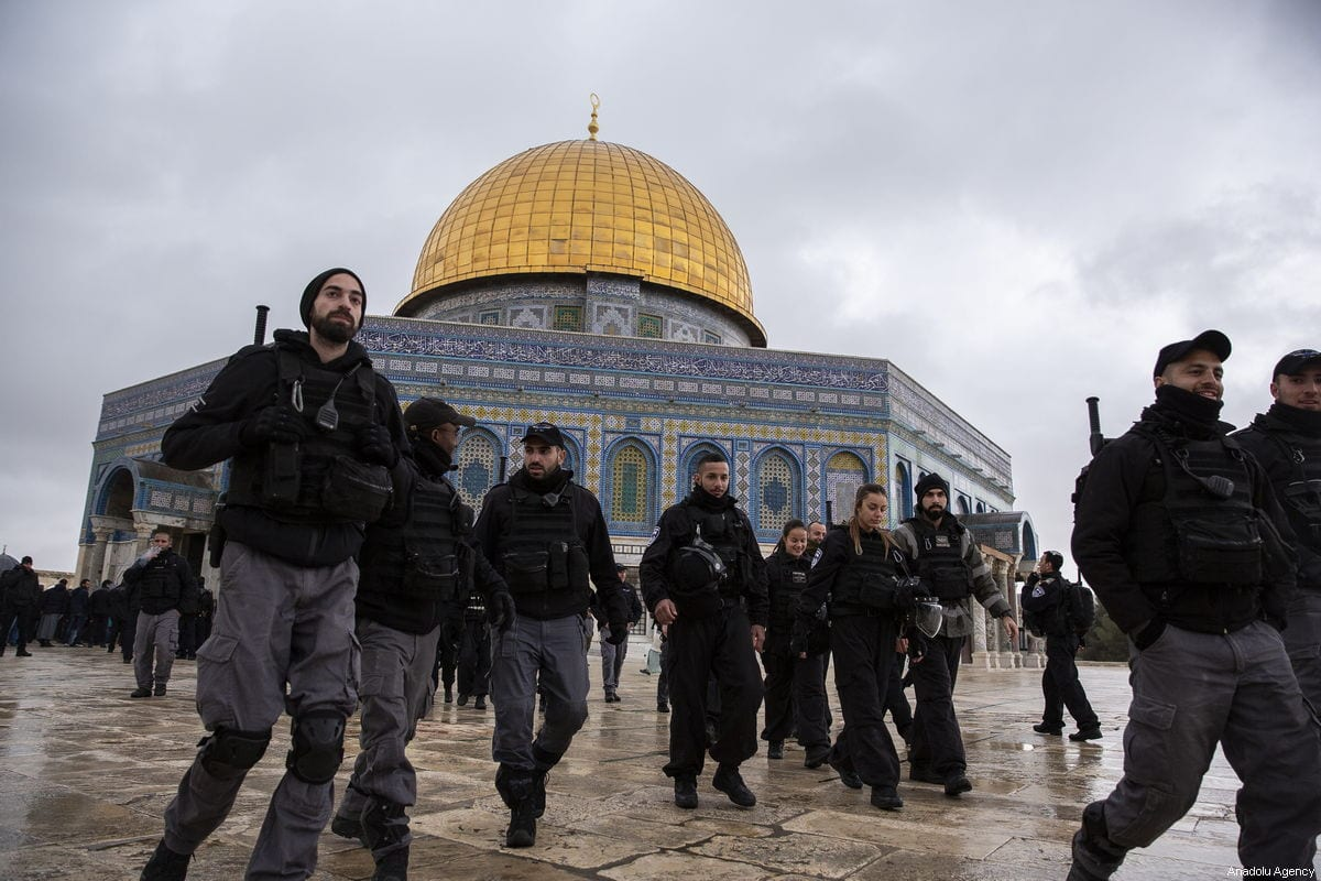 Israeli police officers are seen in front of the Dome of the Rock after the mosque reopened in Jerusalem on 14 January 2019. [Mostafa Alkharouf - Anadolu Agency]