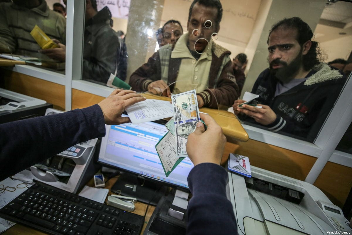Palestinians retrieve money at a post office in Gaza City, Gaza on 26 January 2019 [Ali Jadallah/Anadolu Agency]