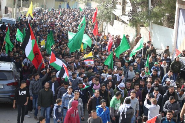 Hundreds of mourners take part in the funeral procession of Talab al-Na'san, a 38-year-old Palestinian killed by Israeli settlers in Al-Mughayyir, Ramallah, on January 27, 2019 [Issam Rimawi / Anadolu Agency]