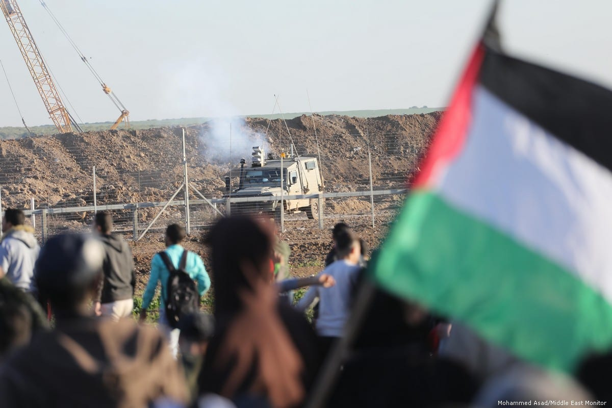 Israeli forces attack protesters during the Great March of Return on 11 January 2019 [Mohammed Asad/Middle East Monitor]