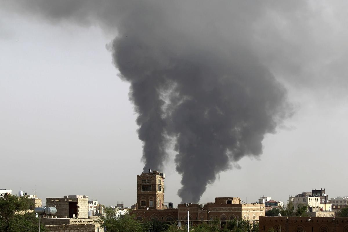 Smoke billows following air strike carried out by the Saudi-led coalition in Yemen on 7 July 2015 [MOHAMMED HUWAIS/AFP/Getty Images]