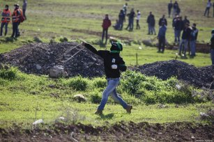 A Palestinian throws rock in response to Israeli forces' intervention during a protest against discrimination wall and Jewish settlements in Ramallah, West Bank on January 04, 2019. ( Issam Rimawi - Anadolu Agency )