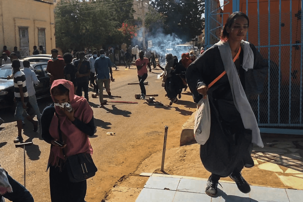 Sudanese protesters,effected by tear gas, cover their faces during an anti-government demonstration in the capital Khartoum on 6 January, 2018 [Stringer/Anadolu Agency]