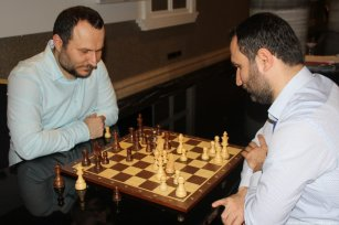 The Turkey Chess Cup, held in the state of Antalya, witnessed an enthusiastic match between Frat Japan and his brother Farman, 35, from Diyarbakir which lasted for 3 and a half hours. In Turkey on 3 February 2019 [Servet Tümer/Anadolu Agency]