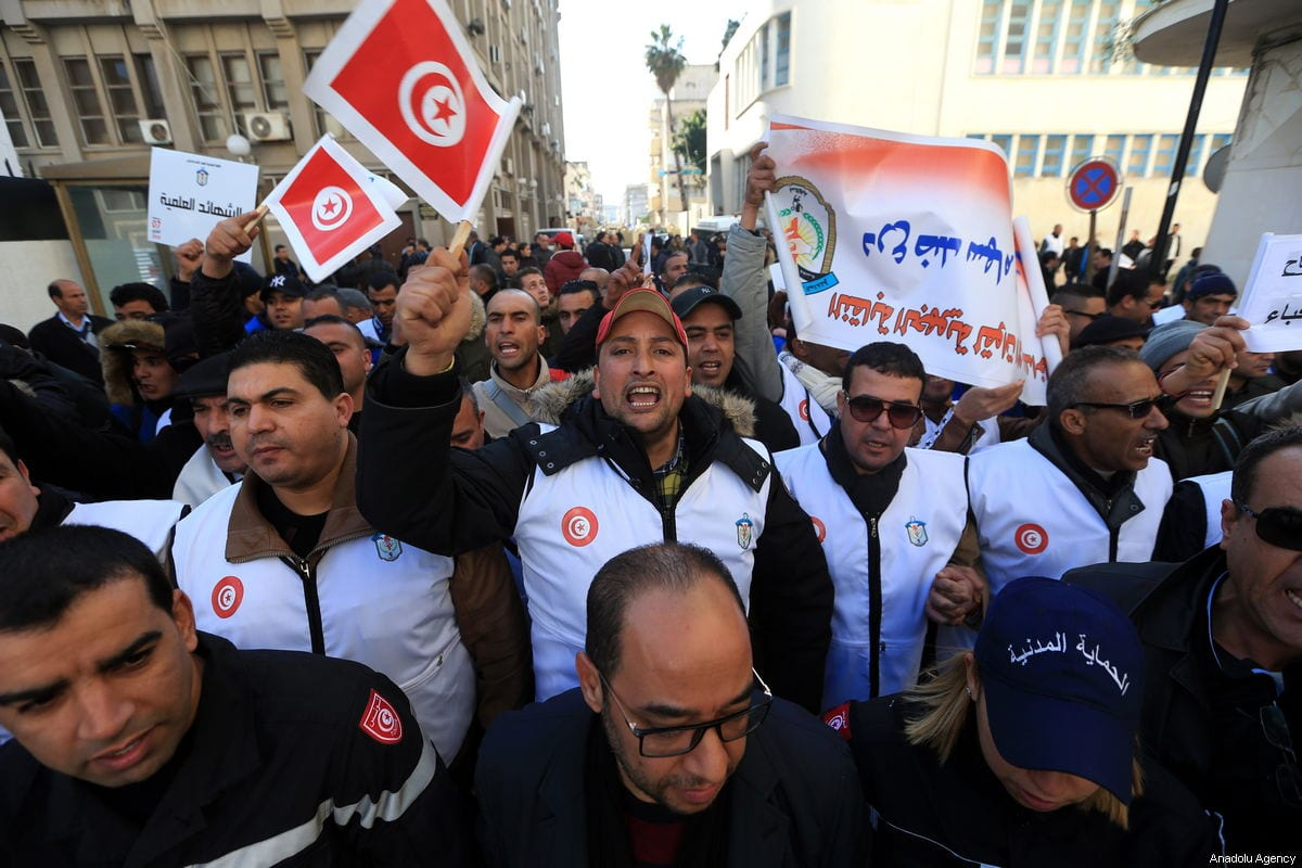 Security officers stage a protest demanding compensation for their loss during the revelation and severance pay for those who take part in terror operations at Habib Burgiba Avenue in Tunis, Tunisia on 7 February 2019. [Yassine Gaidi - Anadolu Agency]