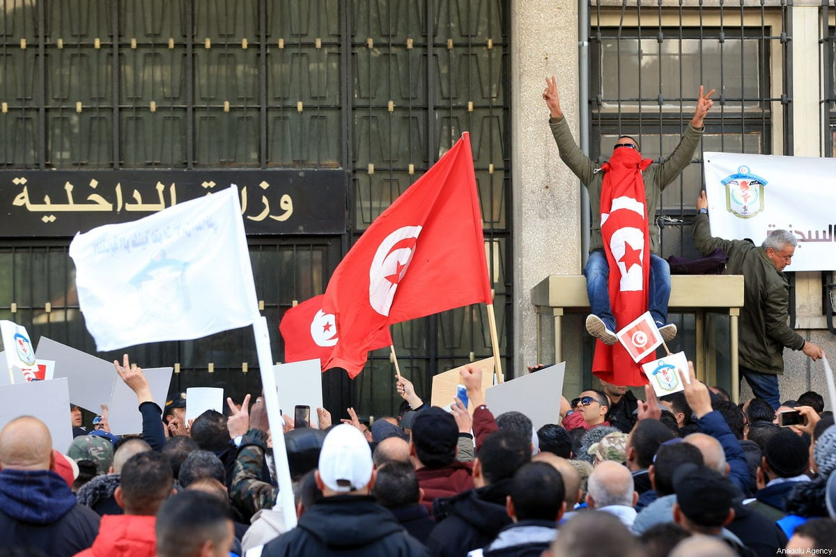 Security officers stage a protest demanding compensation for their loss during the revelation and severance pay for those who take part in terror operations at Habib Burgiba Avenue in Tunis, Tunisia on February 07, 2019 [Yassine Gaidi / Anadolu Agency]