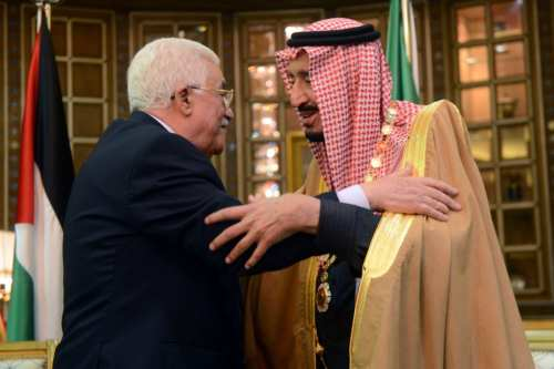 Palestinian President Mahmoud Abbas gives King Salman bin Abdul Aziz Al Saud the necklace of the Order of the Great State of Palestine 30 December 2015 in Riyadh, Saudi Arabia. [Thaer Ghanaim/Palestinian Press Office via Getty Images]