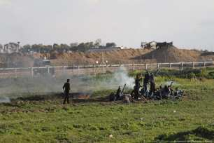 Israeli forces fire tear gas at Palestinians during the Great March of Return on 22 February 2019 [Mohammed Asad/Middle East Monitor]