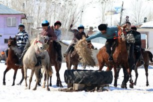 Mounted Kyrgyz people on horseback compete for the goatskin ahead of the 4th World Nomad Games in Ercis district of Van, Turkey on February 24, 2019. [Mesut Varol/Anadolu Agency]