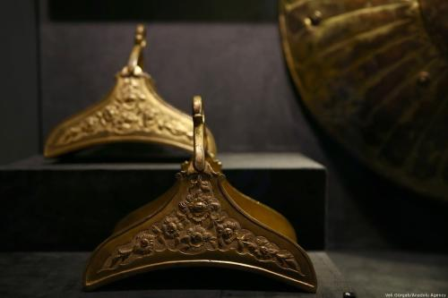 """Tombac: """"Elegance with a Touch of Gold"""" exhibition in"""
