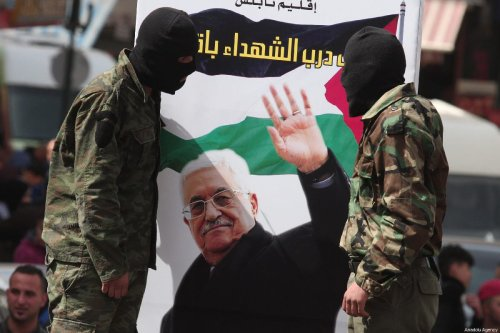 Hundreds of Palestinians hold Palestinian flags, Fatah Movement flags and banners as they gather during a demonstration after the call of Fatah Movement, during a demonstration in support of Palestinian President Mahmoud Abbas, on 25 February 2019 in Nablus, West Bank. [Nedal Eshtayah - Anadolu Agency]