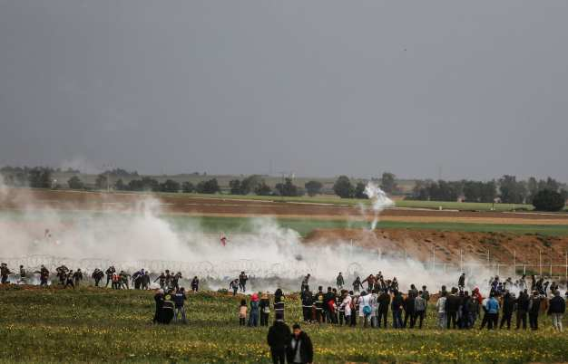 """Israeli security forces intervene in protesters with tear gas bombs during """"Great March of Return"""" demonstration near Israel-Gaza border, in Khan Yunis, Gaza on March 01, 2019. ( Mustafa Hassona - Anadolu Agency )"""