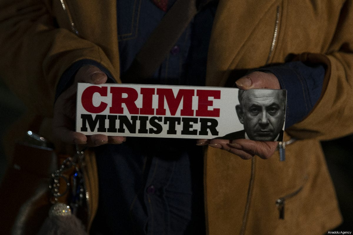 Demonstrators hold placards and shout slogans during the protest against Israeli Prime Minister Benjamin Netanyahu in Tel Aviv on 3 March 2019 [Faiz Abu Rmeleh / Anadolu Agency]