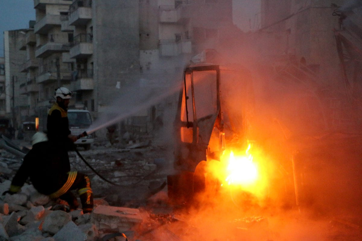 Members of White Helmets work at the site after an airstrike hits the city center in Syria's northwestern Idlib province on 13 March 2019. [Ahmet Rehhal - Anadolu Agency]