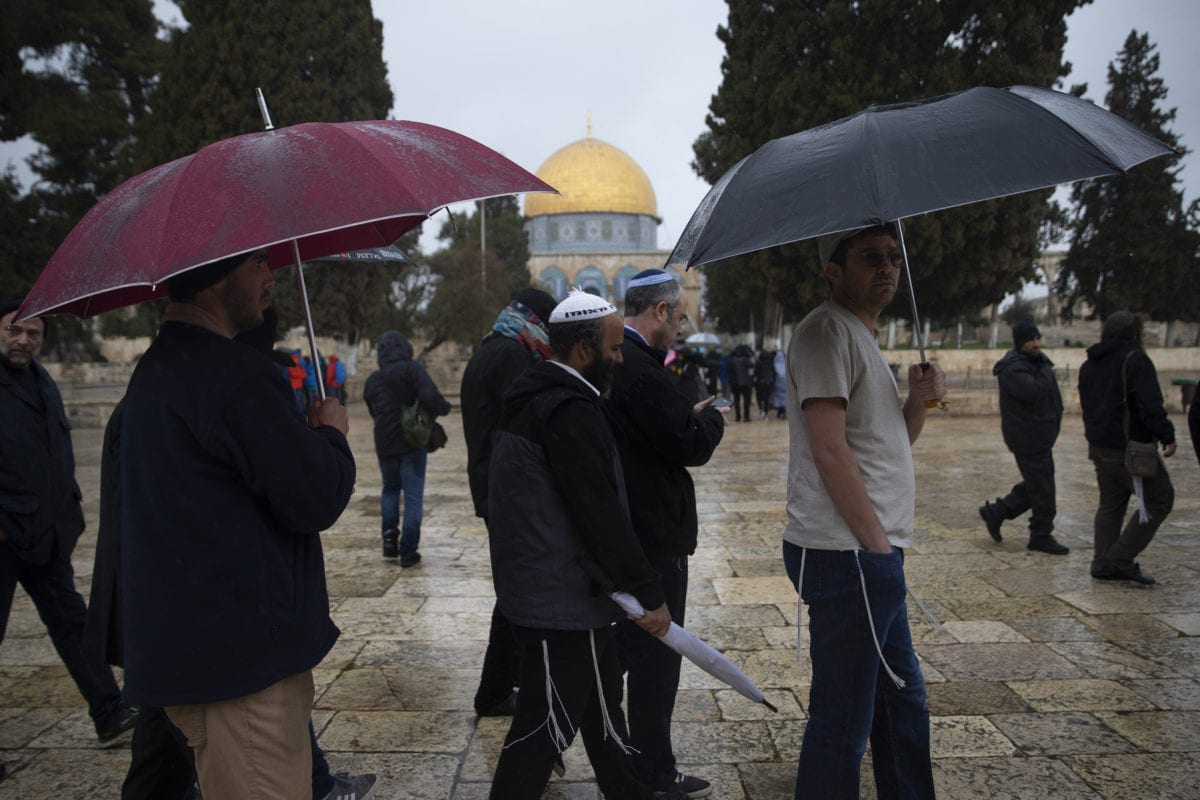Fanatic Jews under Israeli police protection raid Al-Aqsa Mosque Compound in East Jerusalem on March 14, 2019. [Faiz Abu Rmeleh - Anadolu Agency]