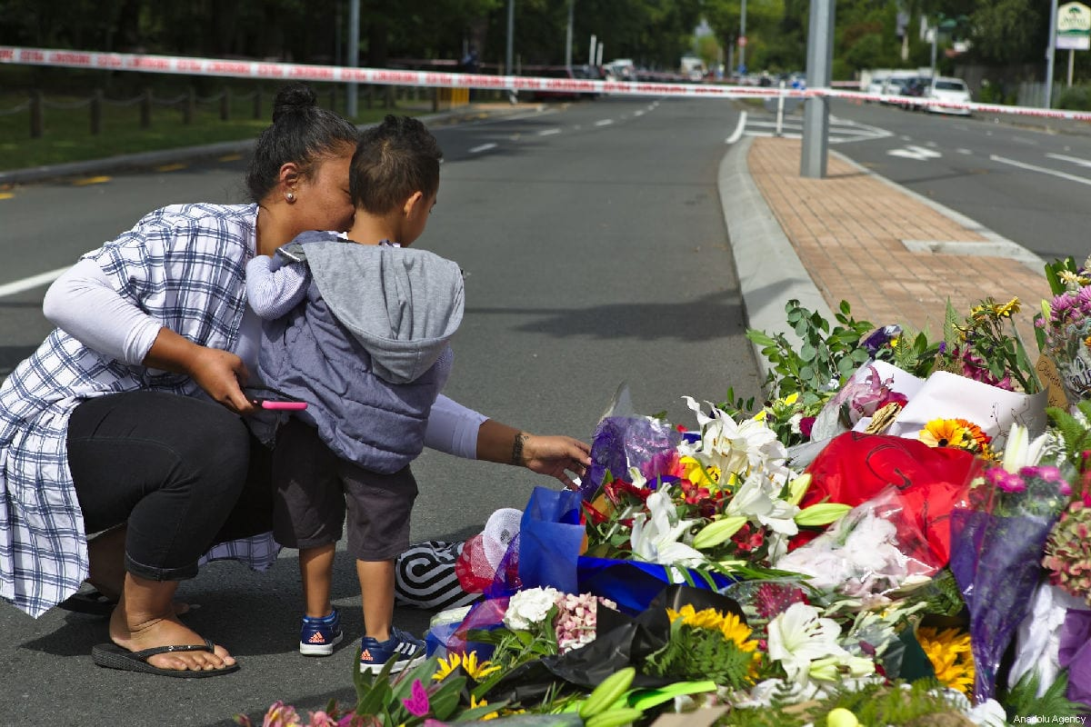 People lay flowers and notes to pay tribute close to the Al Noor Mosque, following a mass shooting on March 15, in Christchurch, New Zealand on 16 March, 2019 [Peter Adones/Anadolu Agency]