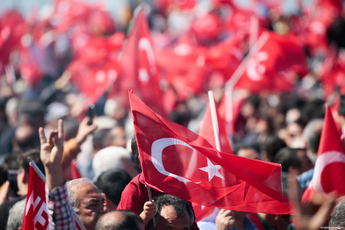 People wave Turkish flags in Izmir, Turkey on 17 March 2019 [Evren Atalay/Anadolu Agency]
