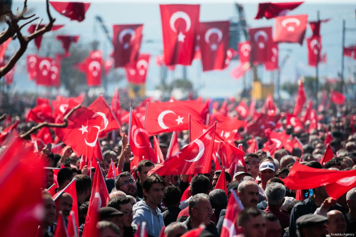 People wave Turkish flags in Turkey on 17 March, 2019 [Evren Atalay/Anadolu Agency]