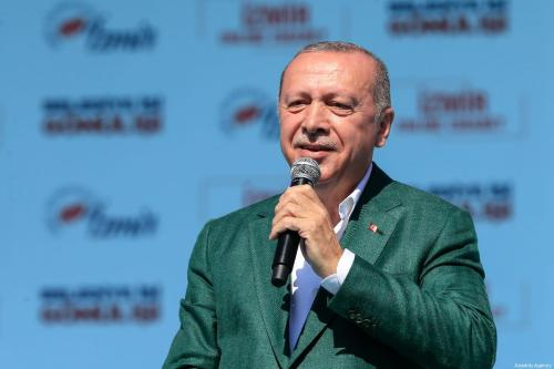 President of Turkey the leader of Turkey's ruling Justice and Development (AK) Party Recep Tayyip Erdogan addresses the crowd during a campaign rally in Izmir, Turkey on 17 March, 2019 [Mahmut Serdar Alakuş/Anadolu Agency]