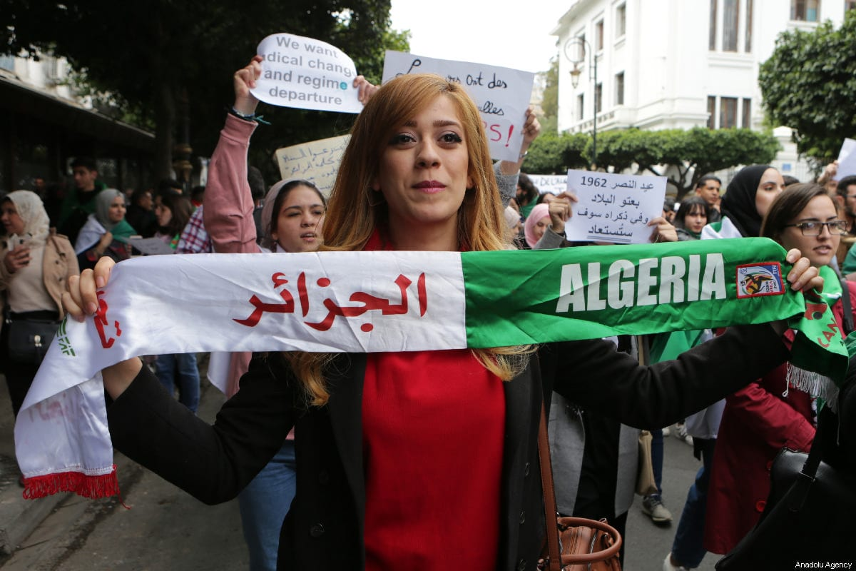 Thousands of students, doctors and civil servants stage a protest to demand President Abdelaziz Bouteflika step from power, in front of Central Post Office Square in Algiers, Algeria on 19 March, 2019 [Farouk Batiche/Anadolu Agency]