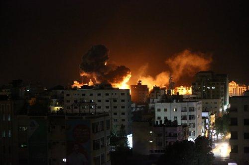 Smoke rises from Er-Rimal neighborhood of Gaza City after Israeli warplanes carry out a fresh wave of airstrikes across the blockaded Gaza Strip on 25 March, 2019, in Gaza City, Gaza [Mustafa Hassona/Anadolu Agency]