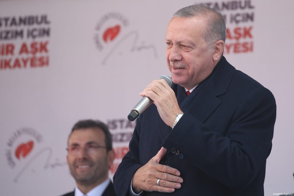 President of Turkey and the leader of Turkey's ruling Justice and Development (AK) Party Recep Tayyip Erdogan delivers a speech on 29 March, 2019 [Emrah Yorulmaz/Anadolu Agency]