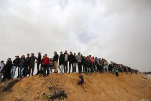 """Palestinians gather to attend the anniversary march of the """"Great March of Return"""" and """"Palestinian Land Day"""" protests at Israel-Gaza border located in eastern Khan Yunis, Gaza on March 30, 2019 [Ashraf Amra / Anadolu Agency]"""
