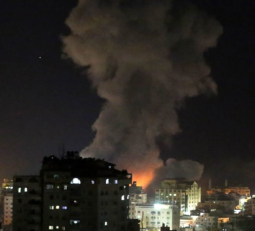 Smoke is seen rising following an Israeli air strike on Gaza city, March 25, 2019. Israel launched air strikes in the Gaza Strip on Monday after a rocket attack near Tel Aviv wounded seven people, prompting Prime Minister Benjamin Netanyahu to cut short a visit to the United States [Ashraf Amra/Apaimages]