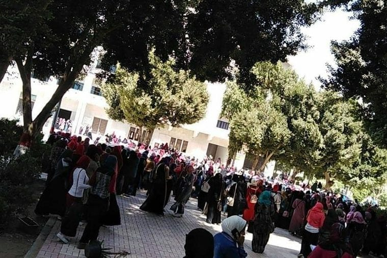 Egypt female students protest after Al-Azhar campus rape covered up [Twitter]