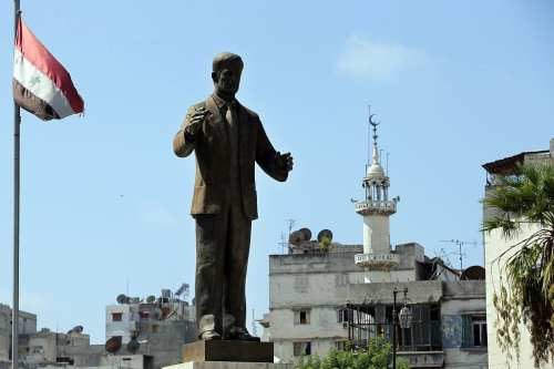 A statue of late Syrian president Hafez al-Assad, father of current President Bashar al-Assad, is seen at the main square of the Syrian coastal city of Latakia on 24 September 2015, on the first day of the Muslim Eid al-Adha (Feast of the Sacrifice) holiday. [AFP PHOTO/JOSEPH EID /Getty Images]